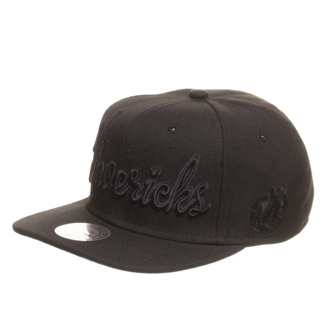 Mitchell & Ness - Dallas Mavericks NBA Blacked Out Script Snapback Cap