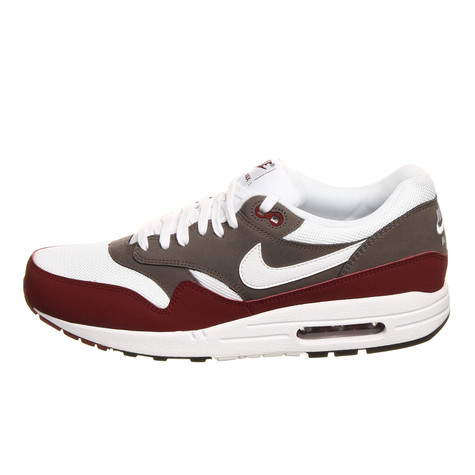 brand new 94a23 fde41 Nike. Air Max 1 Essential (Team Red   White   Petra Brown ...