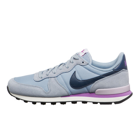 new arrival 577f0 d5d81 Nike. WMNS Internationalist (Blue Grey   Squadron Blue   Summit White)