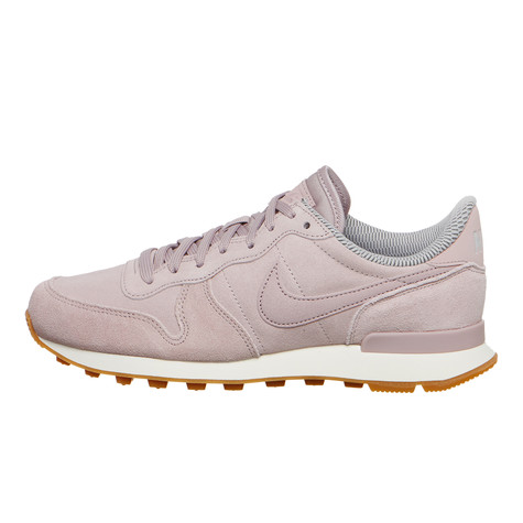check out 069b0 94b1f Nike. WMNS Internationalist SE (Particle Rose   Particle Rose   Vast Grey)